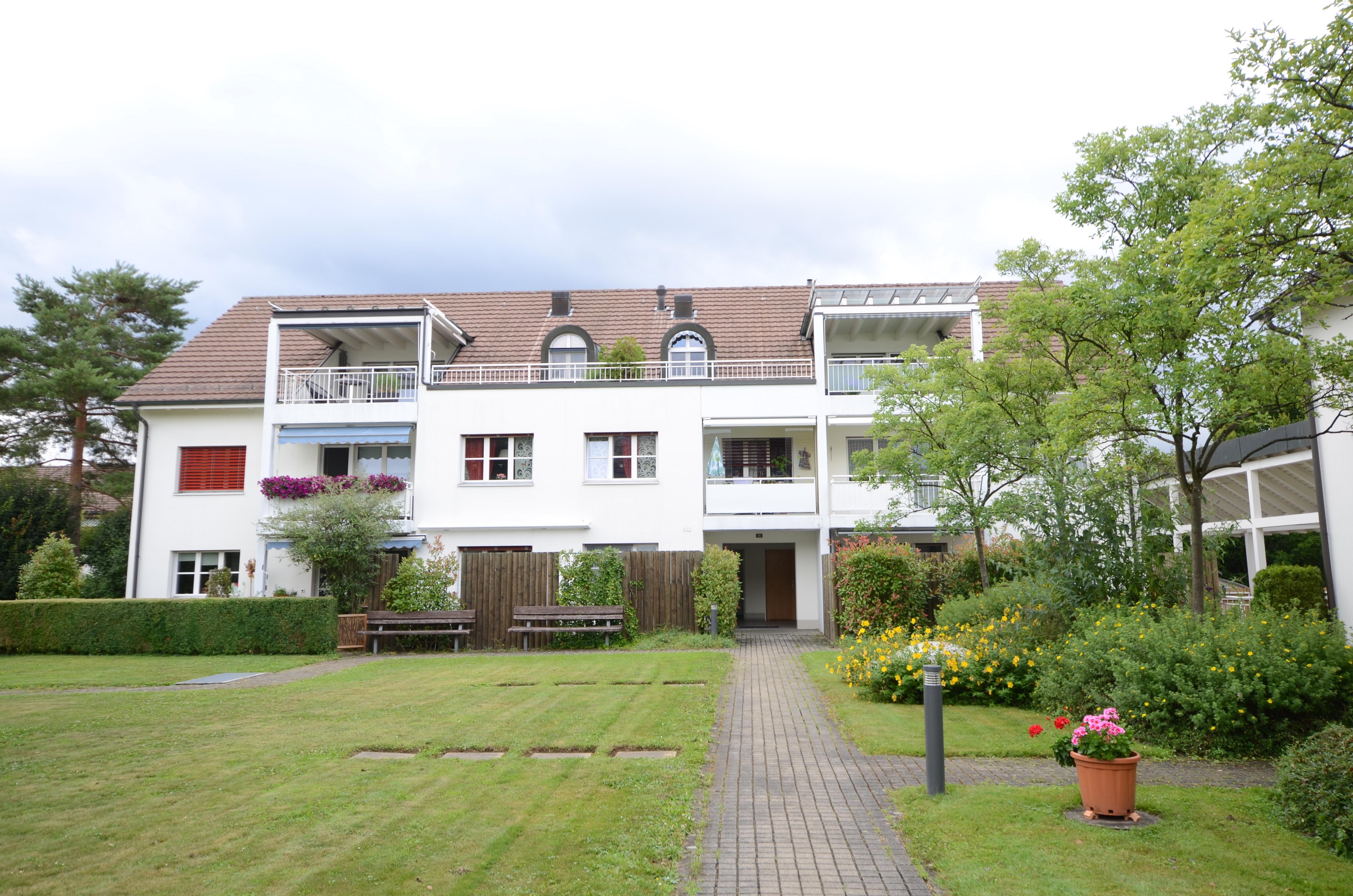 Gemütliche 4.5 Zi. Wohnung mit privatem Gartensitzplatz